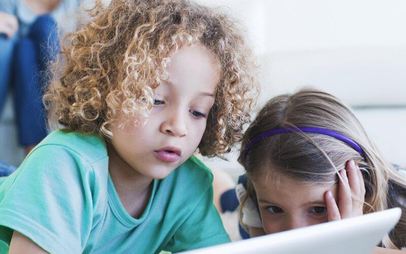 Como a tecnologia pode auxiliar crianças com autismo