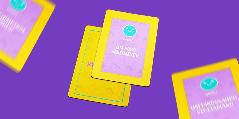 jogo lúdico: imagem com fundo roxo e com cartas amerelas