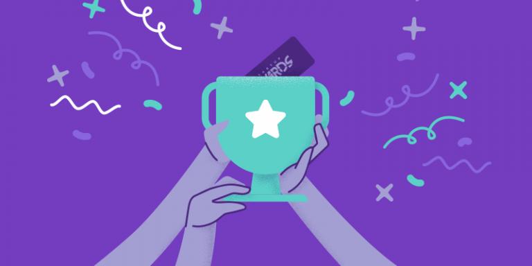 Startup do ano: ilustração de um troféu, sendo segurado por várias mãos