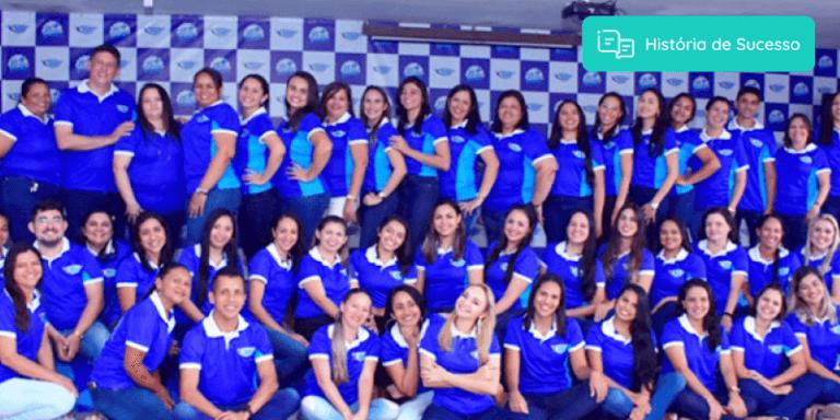Equipe do Educandário Joaquim Domingos de uniforme e sorrindo